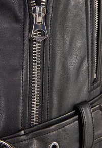 Bershka - BIKERJACKE AUS KUNSTLEDER 01137564 - Faux leather jacket - black - 4