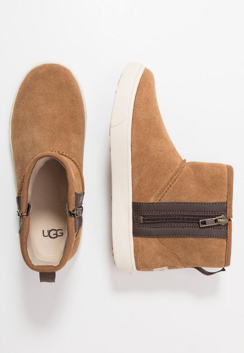 UGG - ADLER - Kotníkové boty - chestnut