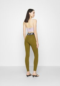 Nike Sportswear - CLUB  - Leggings - olive flak/white - 2