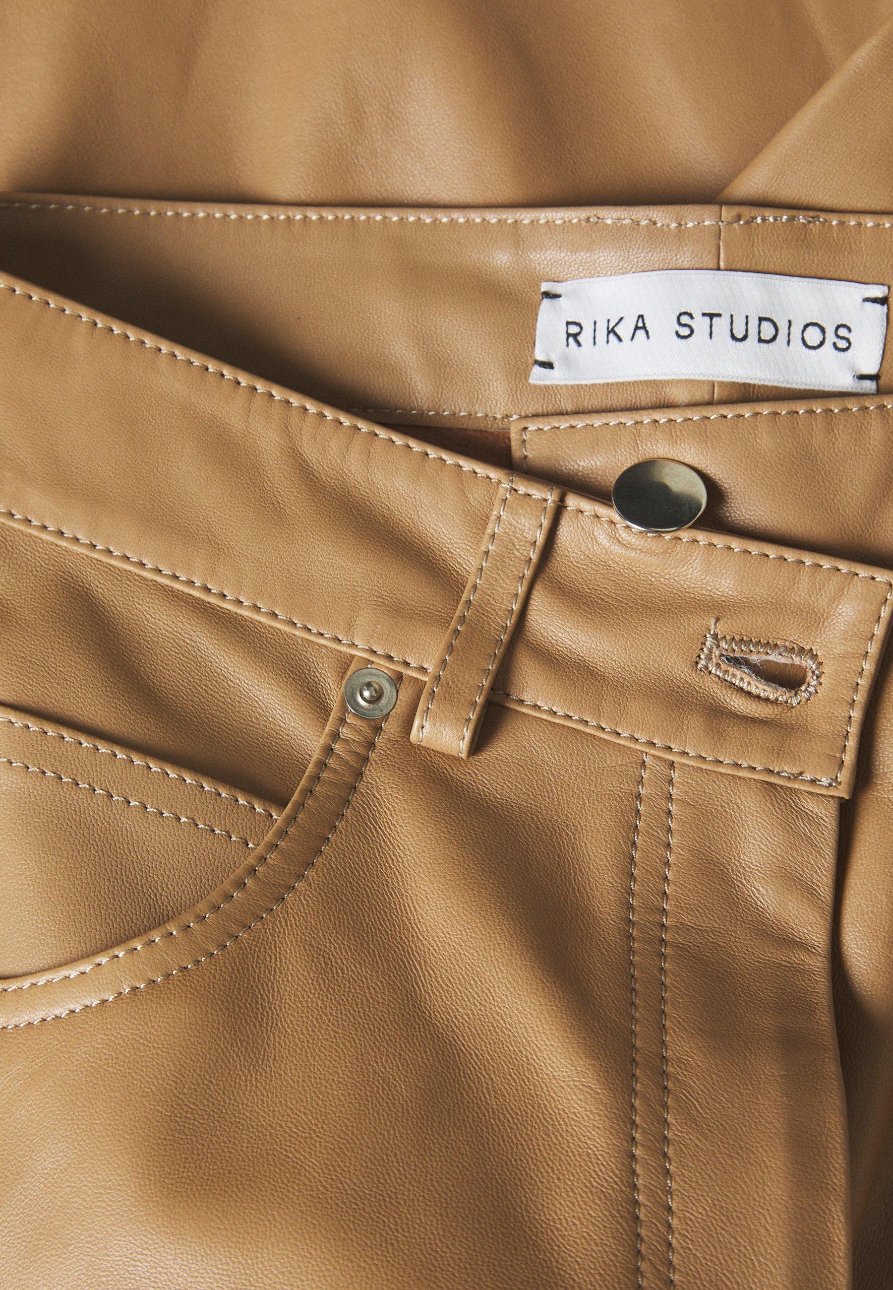 Rika LEO PANTS - Pantalon en cuir - khaki - Pantalons & Leggings Femme 0on2S