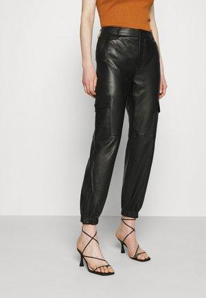 GERTA - Pantaloni di pelle - black