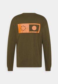 Edwin - SYNERGY UNISEX - Long sleeved top - uniform green - 1