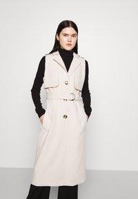 4th & Reckless - ARDEN - Waistcoat - beige - 4