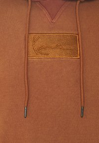 Karl Kani - SMALL SIGNATURE BOX WASHED HOODIE UNISEX - Sweatshirt - dark orange - 6
