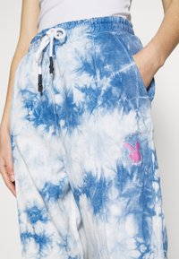 Missguided - PLAYBOY TIE DYE - Tracksuit bottoms - blue - 4