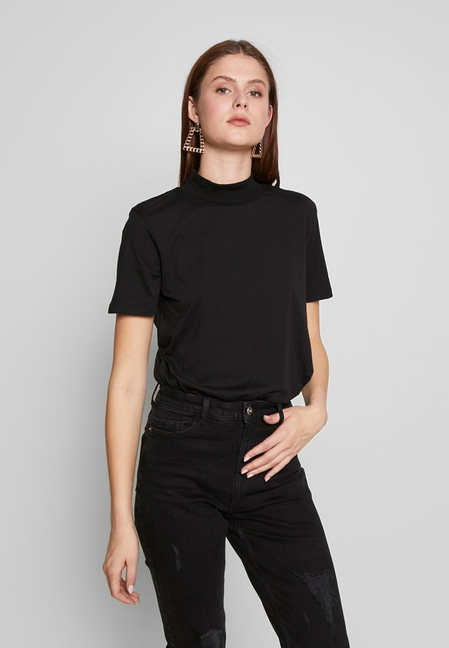 WITH WIDE COLLAR - T-shirt basique - black
