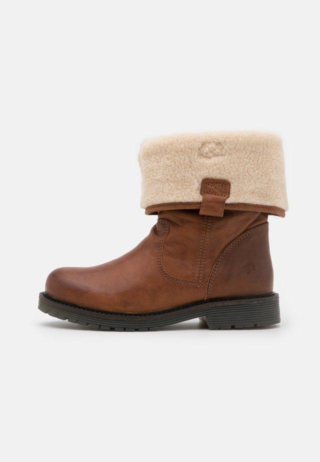 SUELI - Classic ankle boots - cognac
