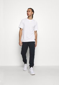 Champion - LEGACY CONTEMPORARY MODERN CREWNECK  - T-shirt basic - white - 1