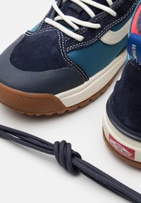 Vans - ULTRARANGE EXO MTE UNISEX - Skate shoes - navy - 5