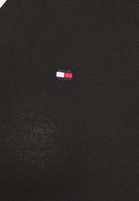 Tommy Hilfiger - Basic T-shirt - black - 5