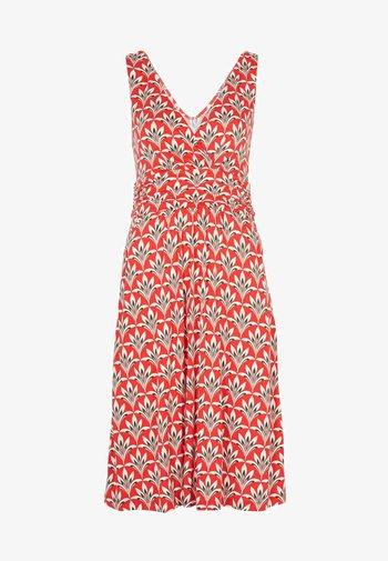 EFFIE  - Jersey dress - kirschrot/naturweiß, palmenblatt