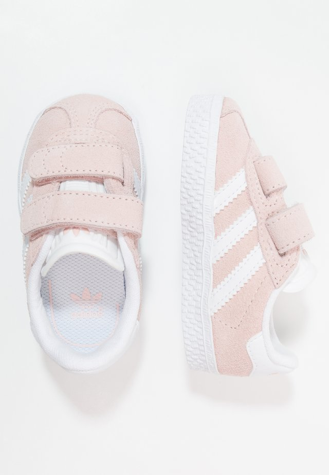 GAZELLE - Sneakers laag - iced pink/footwear white