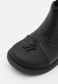 Versace - Classic ankle boots - nero - 5