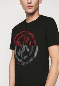 Michael Kors - TARGET TEE - T-shirt z nadrukiem - black - 5