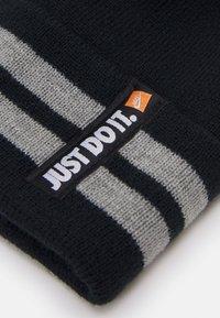 Nike Sportswear - NAN JDI BEANIE GLOVE SET UNISEX - Čepice - black - 4