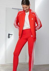 adidas Originals - STRIPES COMPRESSION - Leggings - Trousers - red - 2