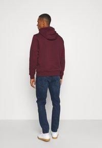 Nike Sportswear - CLUB HOODIE - Hættetrøjer - dark beetroot - 2
