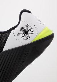 Nike Performance - METCON 5 - Zapatillas de entrenamiento - black/white - 6