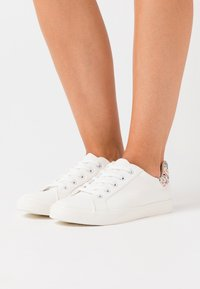 Dorothy Perkins Wide Fit - WIDE FIT INKY BACK TAB SPORT - Trainers - white - 0