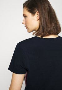 Tommy Hilfiger - THEA TEE - T-shirts print - desert sky - 3