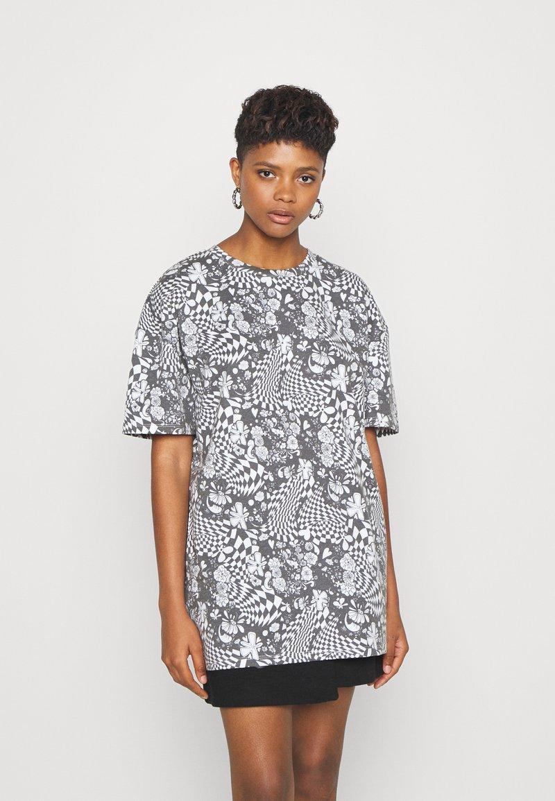 NEW girl ORDER - MONO BOARD OVERSIZED TEE - Print T-shirt - black/white