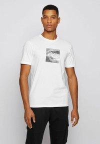 BOSS - TNOAH 5 - Print T-shirt - white - 0