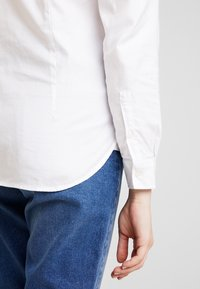 Tommy Hilfiger - HERITAGE REGULAR FIT - Button-down blouse - classic white
