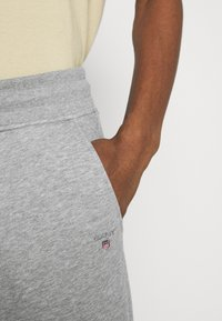 GANT - ORIGINAL PANTS - Träningsbyxor - grey melange - 5