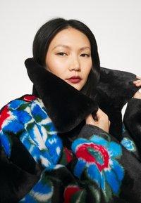Vivetta - FUR COAT - Classic coat - black - 4