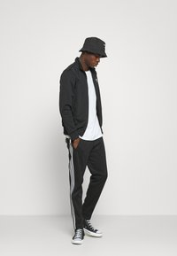 adidas Originals - ESSENTIAL UNISEX - Training jacket - black - 1