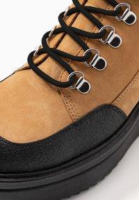 Vagabond - TARA - Ankle boots - golden oat - 2