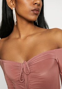 Missguided - SLINKY OFF SHOULDER RUCHED BODY - Long sleeved top - rose - 4