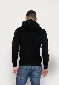 Calvin Klein Jeans - MONOGRAM SLEEVE BADGE HOODIE - Huppari - black - 2