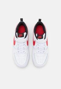 Nike Sportswear - COURT BOROUGH 2 UNISEX - Sneakers laag - white/university red/black - 3