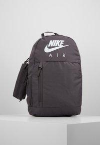 Nike Sportswear - UNISEX - Schulranzen Set - thunder grey/white - 0