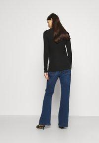 Pietro Brunelli - GRADUATED - Flared Jeans - medium stoned wash - 2