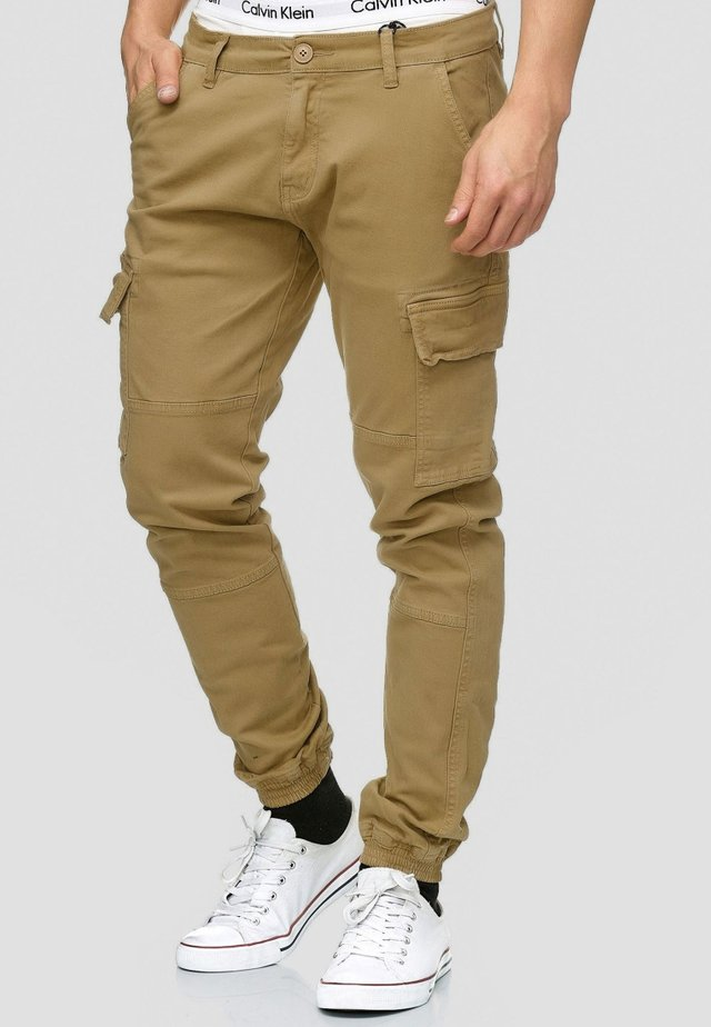 AUGUST - Pantalon cargo - camel