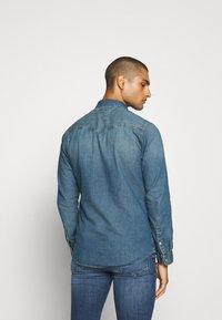 Tommy Jeans - TJM WESTERN  - Shirt - mid indigo - 2