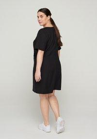 Zizzi - MIT V-AUSSCHNITT - Korte jurk - black - 2