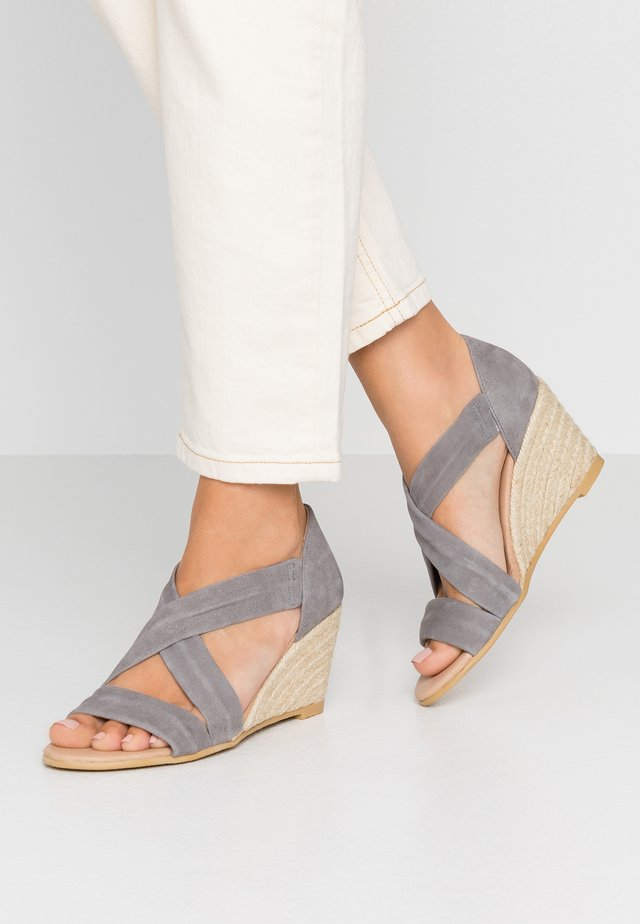 MAIDEN - Wedge sandals - grey