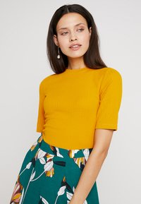 KIOMI - Basic T-shirt - dark yellow - 4