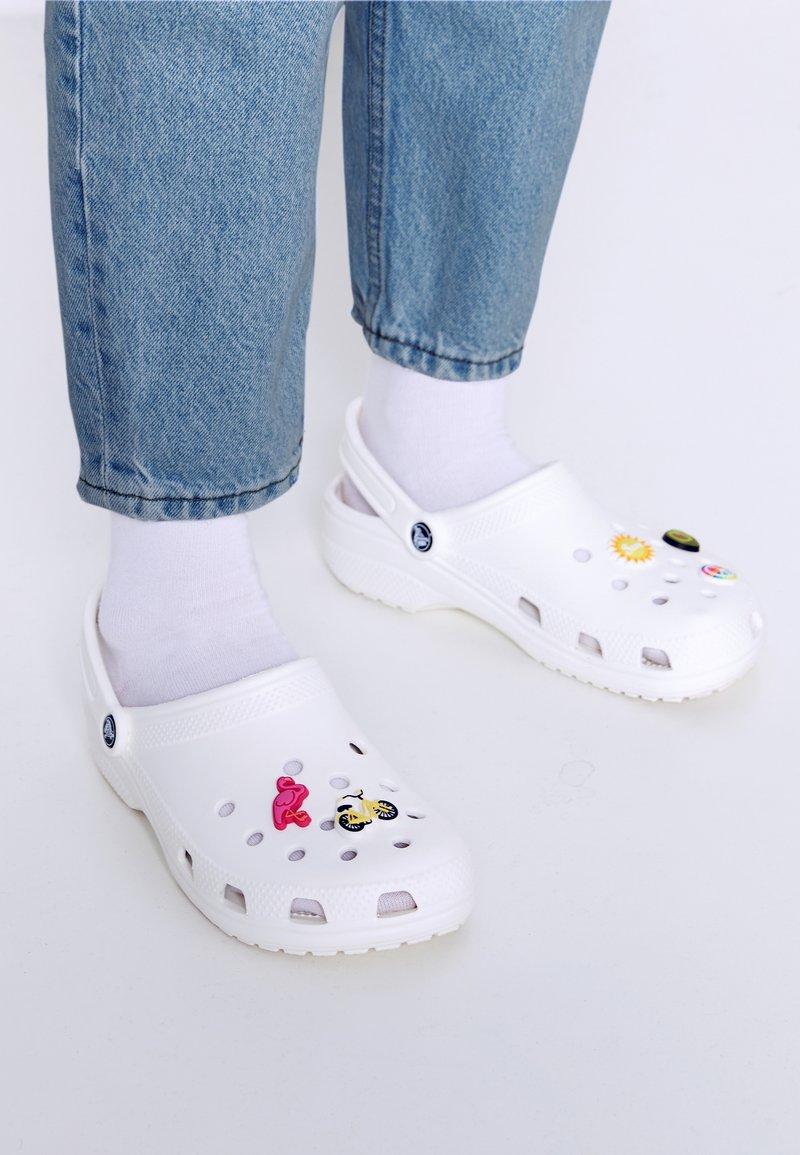 Crocs - JIBBITZ SUNNYDAYS 5PACK - Övriga accessoarer - multi-coloured