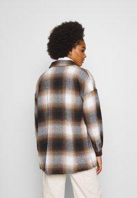 Noisy May - NMFLANNY CHECK  - Button-down blouse - birch/brown sugar/dark brown/black - 2