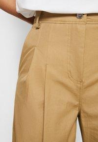 Victoria Victoria Beckham - FLARED TROUSER - Spodnie materiałowe - sandstone - 7