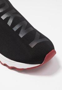 DKNY - JAYDEN  - Nazouvací boty - black - 2