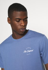 Levi's® - TEE - Print T-shirt - PLACE COLONY BLUE - 4