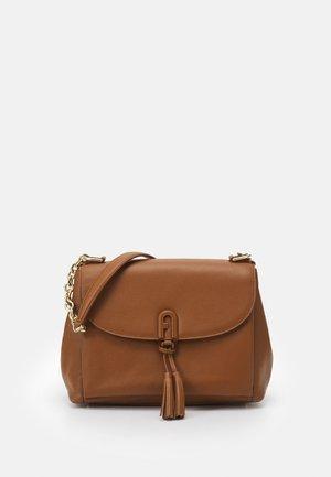 TASSEL SHOULDER BAG - Handbag - cognac