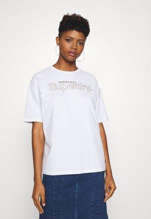 SWISS LOGO OUTLINE BOXY TEE - T-shirts med print - optic