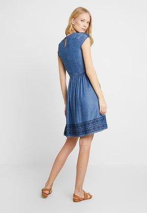 DRESS - Spijkerjurk - blue medium wash