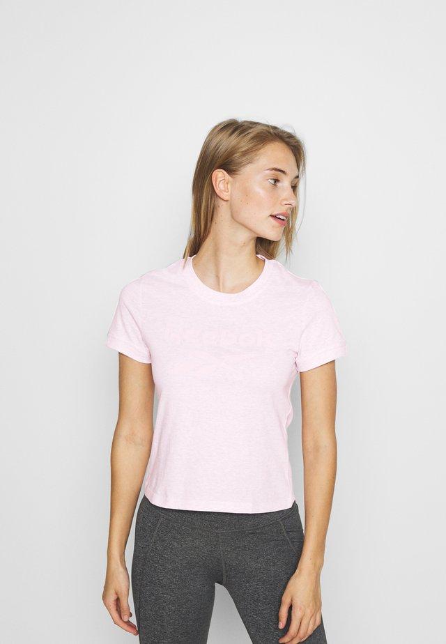 TEXTURE LOGO TEE - T-shirt z nadrukiem - light pink